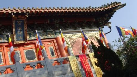 Ekonomika založená na budhistických principech neopomíjí duchovní a morální hodnoty