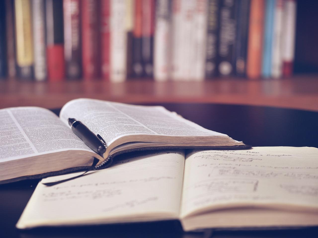 Školy náš ve většině případů učí informacím, pro které v životě nenalezneme uplatnění (Public Domain)
