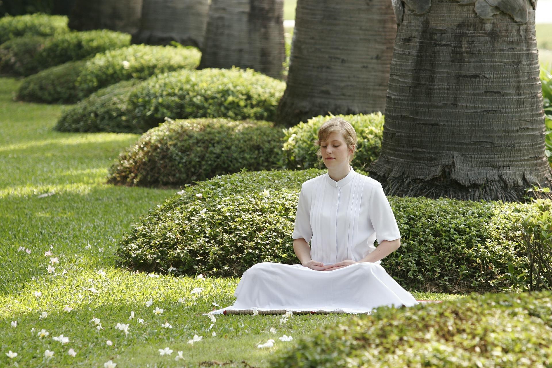 Mnozí lidé vypovídají, že díky meditaci a jiným duchovním cvičením se jim podařilo z rakoviny vyléčit (Public Domain)